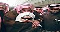 الأمير عبدالعزيز بن فهد يحتضن ويُقبل رأس طفل كفيف حافظ لكتاب الله