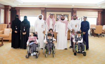 سمو الأمير محمد بن عبدالعزيز يلتقي مدير ومنسوبي مركز الأطفال ذوي الإعاقة بجازان